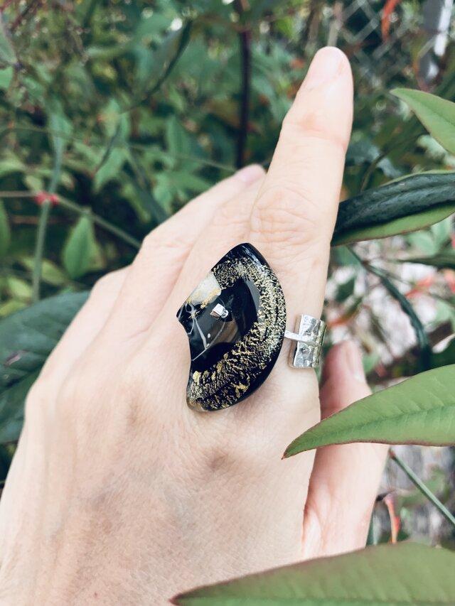黒地金流し硝子のリング/950silver #16の画像1枚目