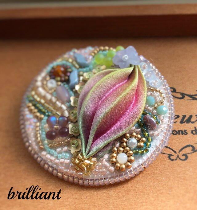 ビーズ刺繍 春色 ブローチ イエローターコイズ シルク絞りリボンの画像1枚目