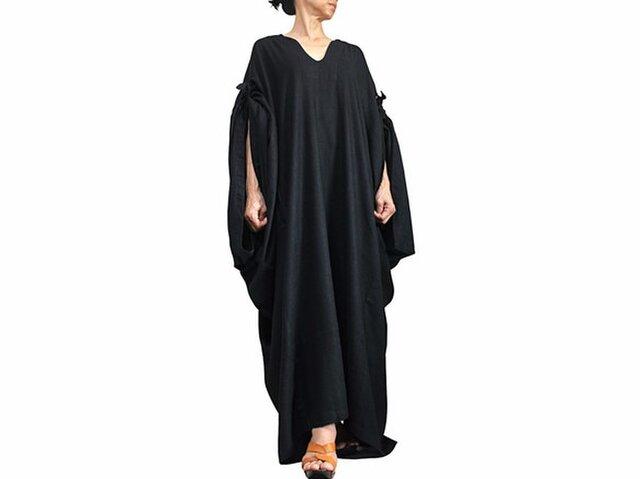 柔らかヘンプのエレガントカフタンドレス 黒(DNN-090-01)の画像1枚目