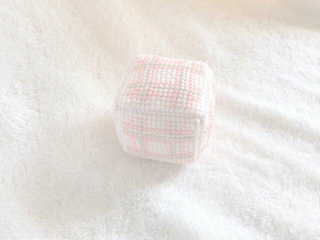 キューブ型のピンクッションの画像1枚目