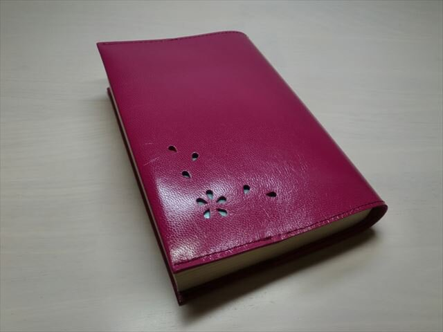 ★送料無料★ゴートスキン・文庫本サイズ・「HANABIRA」シリーズ・一枚革のブックカバー0254の画像1枚目