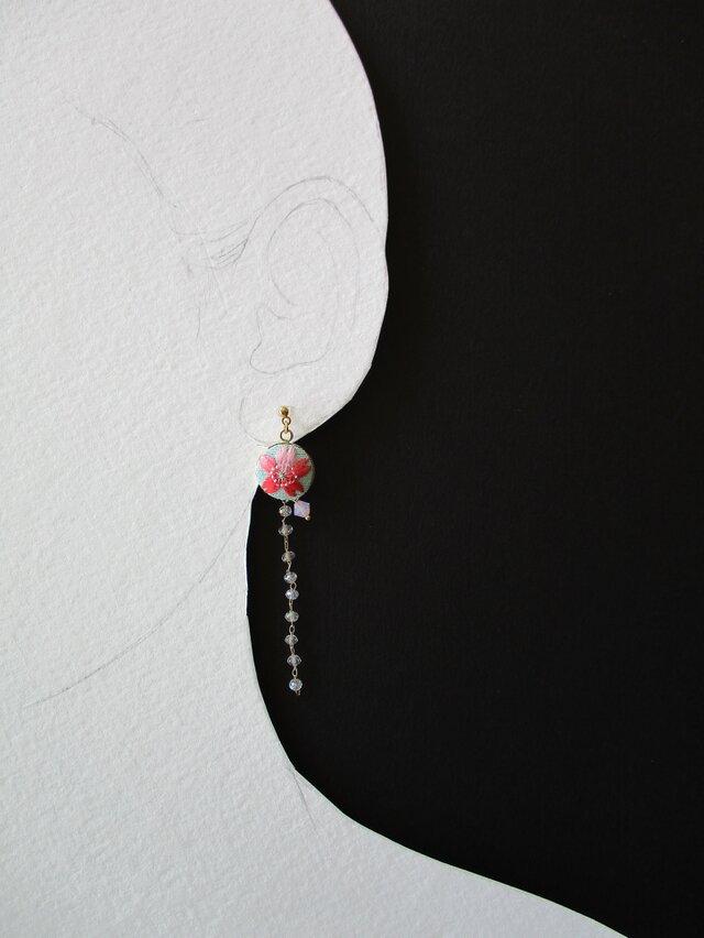 受注制作 春色桜 絹糸刺繍イヤリングの画像1枚目
