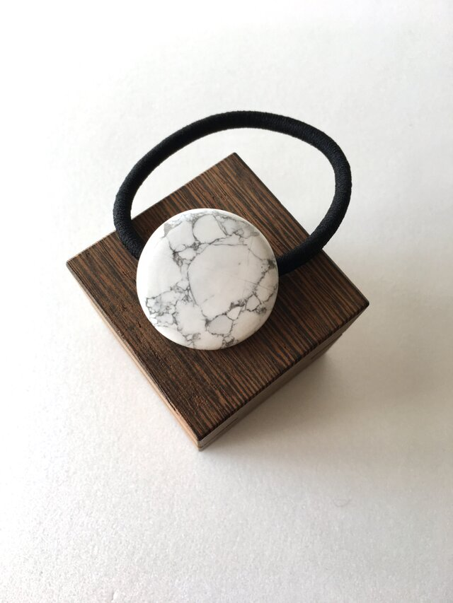 天然石のヘアゴム 【ハウライト】の画像1枚目