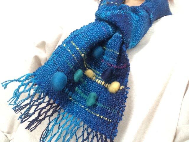 おしゃれであたたか 麻の繊維入り手紡ぎ糸手織りマフラー 青系の画像1枚目