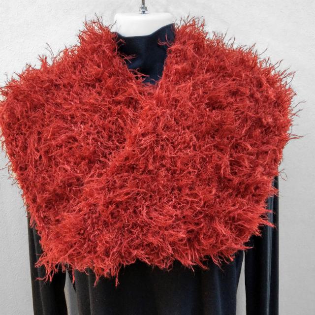 手編み:スヌード 赤モケモケの画像1枚目