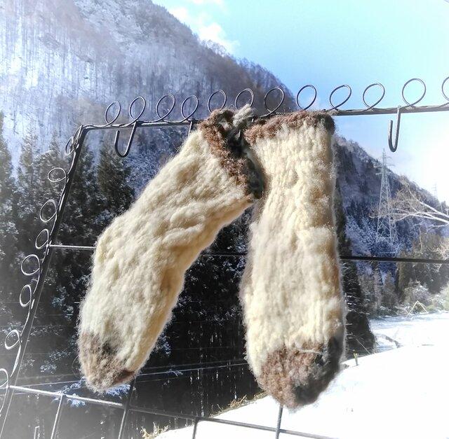 肌にやさしい手紡ぎ糸のベビー手編み靴下 アラン模様の画像1枚目