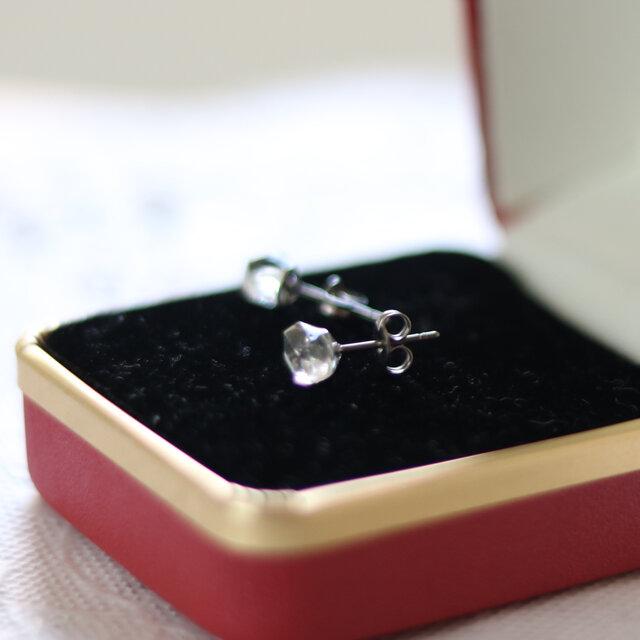 (一点もの)ハーキマーダイヤモンドのスタッドピアス(7mm・チタンポスト)の画像1枚目
