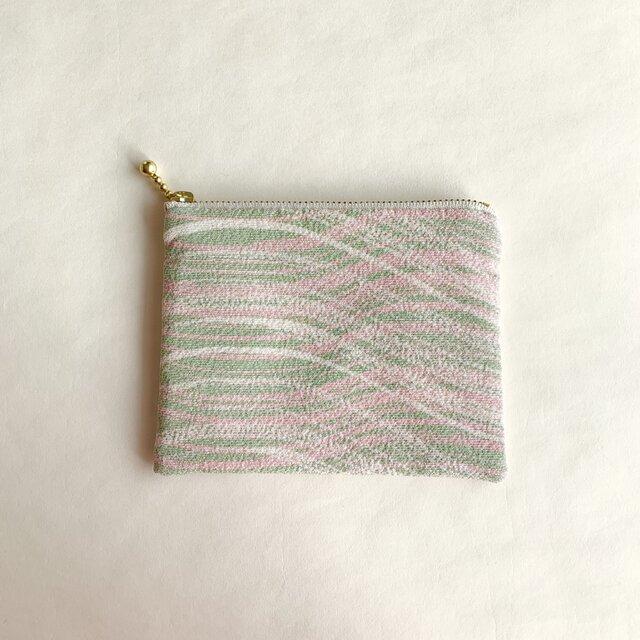 絹手染ポーチ(10cm×12.7cm 曲・くすみ淡ピンク緑)の画像1枚目