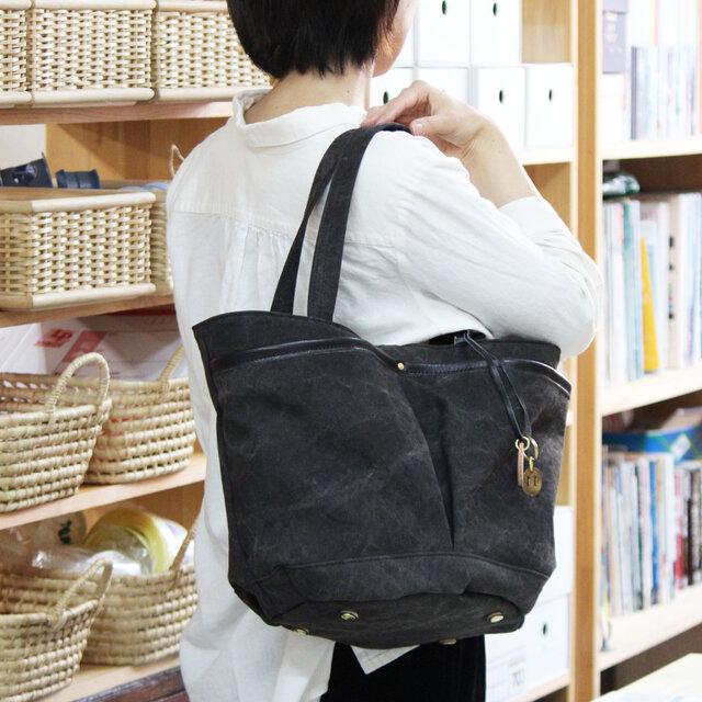 markt-クロ(タンニン染め帆布×杤木レザーバケツトートバッグ)の画像1枚目