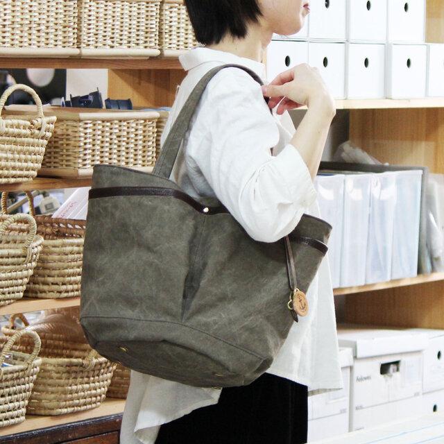 markt-オリーブ(タンニン染め帆布×杤木レザーバケツトートバッグ)の画像1枚目