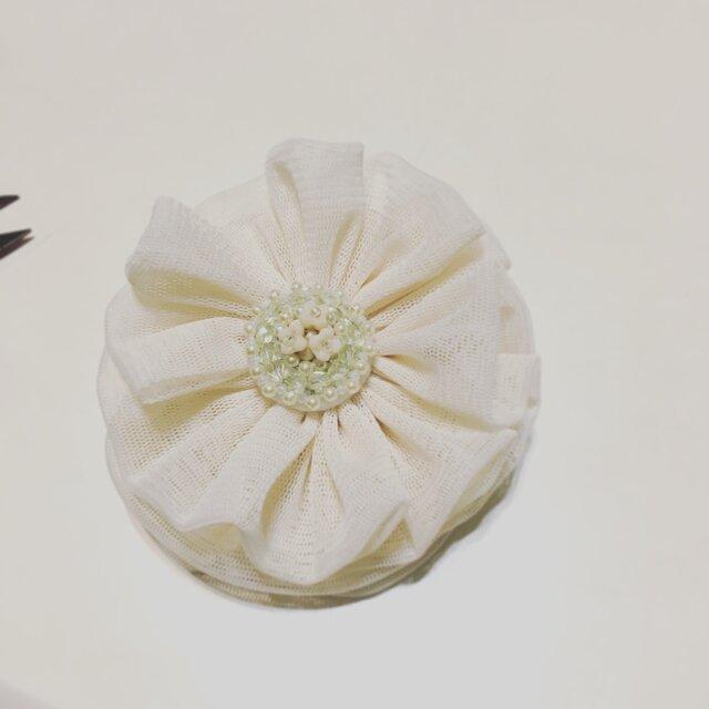 はむじ様専用ビーズ刺繍とチュールのコサージュの画像1枚目