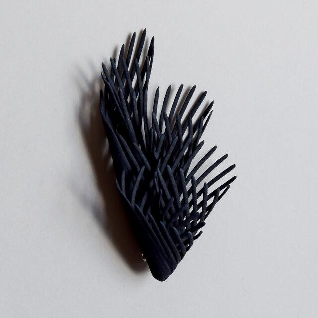 フレア 黒 ブローチの画像1枚目