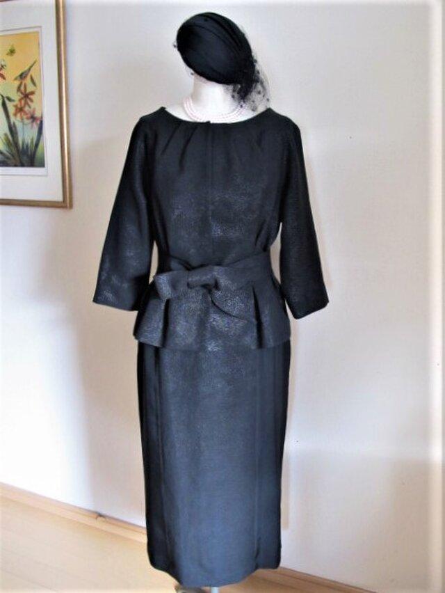 ひかえめな光沢の品格ある黒漆のジャケットの画像1枚目
