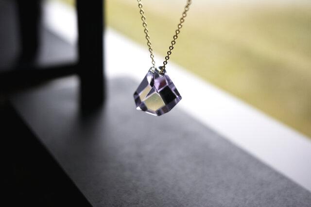 薄紫硝子のファセットカットのネックレスの画像1枚目