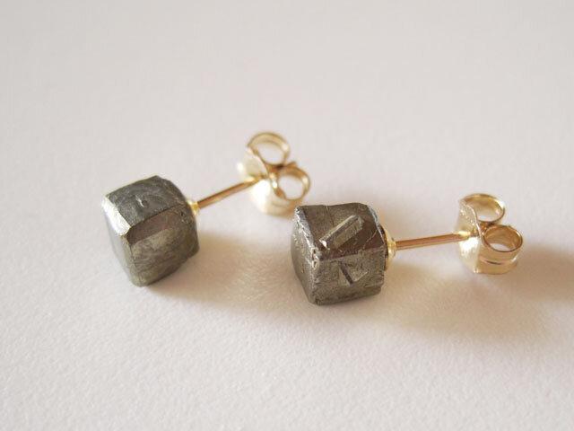 パイライトのミニ原石ピアス/japan 14kgfの画像1枚目