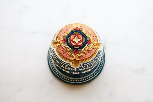 蓋物▫︎陶 クラシック調 カラードレスイメージのインテリア小物入れの画像1枚目