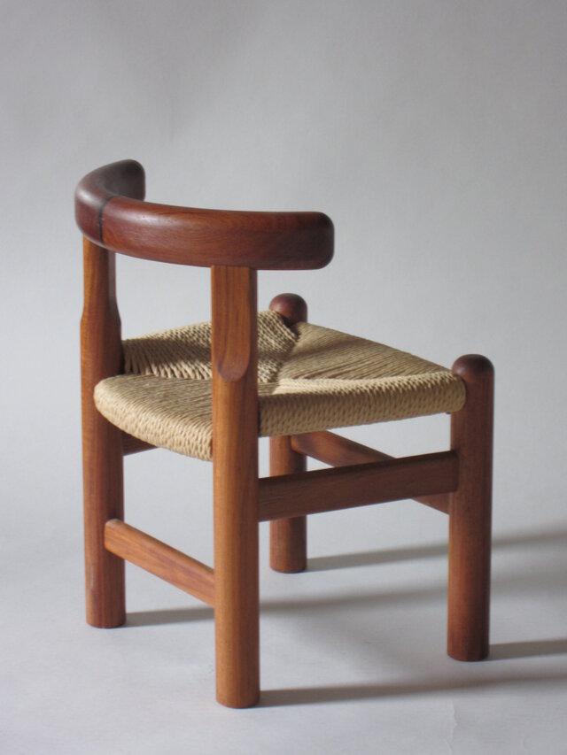 資料庫整理■子供椅子■W300xD290xH400(SH240)の画像1枚目