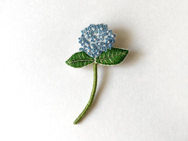 紫陽花の刺繍ブローチ (ブルー)の画像1枚目