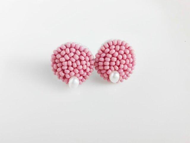 刺繍ピアス ピンクの画像1枚目