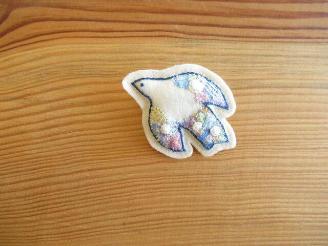 白い鳥さんのブローチ コラージュ、ブルーの画像1枚目
