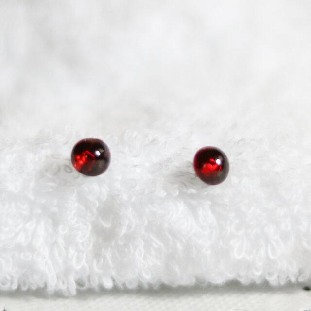 宝石質モザンビークガーネットのスタッドピアス(6mm・サージカルステンレス)の画像1枚目