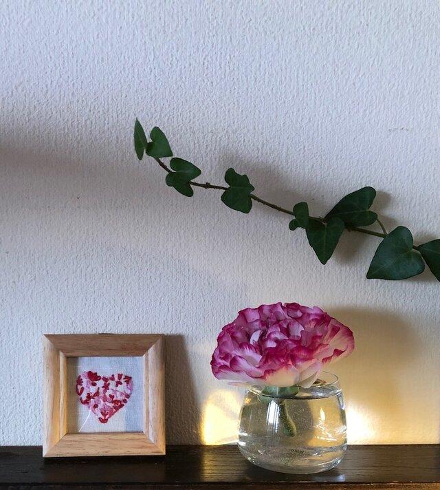手刺繍 壁飾り Heart of feelings ハートの画像1枚目