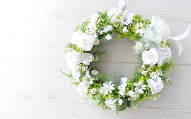 ピュア ホワイト :白い花のリース バラの画像1枚目