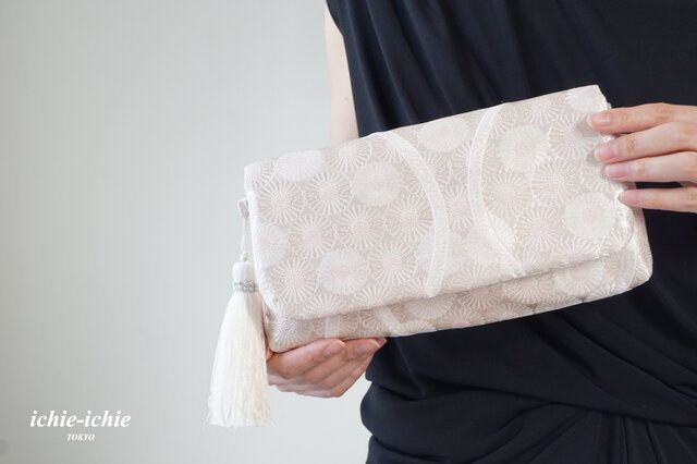 結婚式やパーティー、日常使いにも。2way帯クラッチバッグ& ハンドバック 絹帯 リメイク 桜色 シルバーの画像1枚目