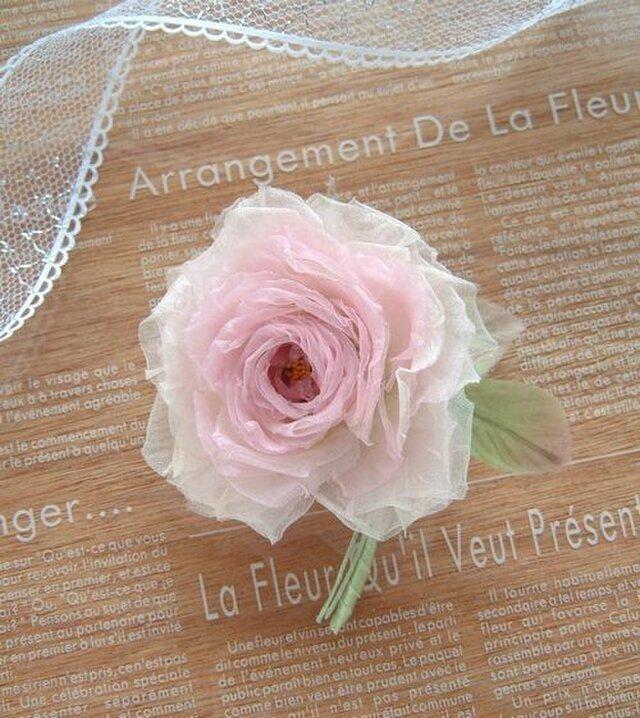 ベビーピンクの薔薇 * シルクオーガンジー製 *コサージュ 髪飾の画像1枚目