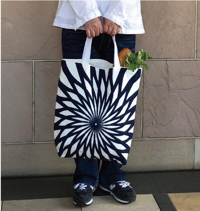 大きなトート 刺繍ブルーフラワー 受注製作の画像1枚目