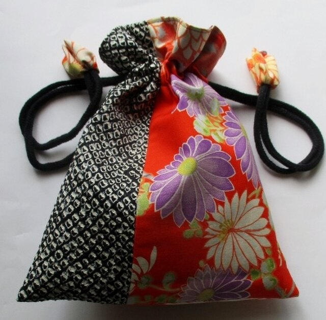 送料無料 絞りと花柄の着物で作った巾着袋 4098の画像1枚目