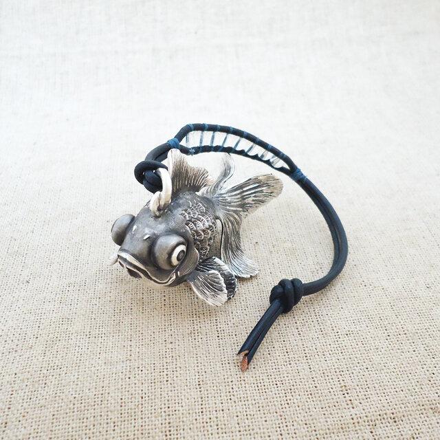 銀製の鈴『出目金魚』(シルバー925)バッグチャーム・卓上の鈴の画像1枚目