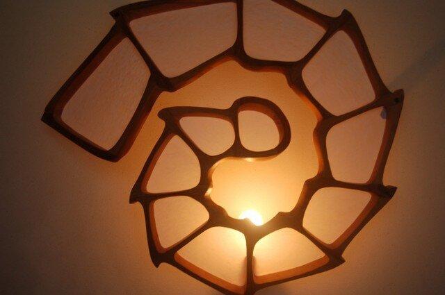 うずまき型壁掛けランプの画像1枚目
