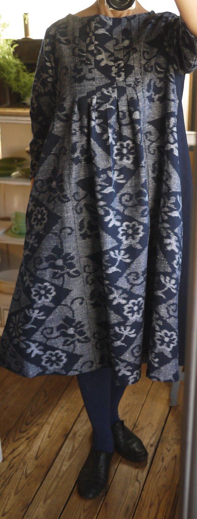 久留米絣手織り反物と濃紺無地からタックワンピースの画像1枚目