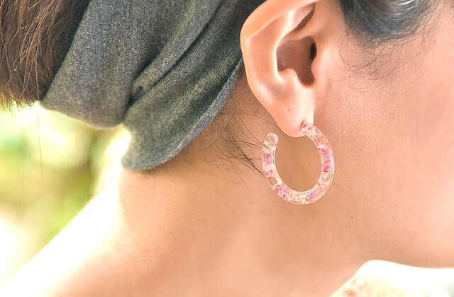 桜色のナチュラルフープピアス 14kgfの画像1枚目