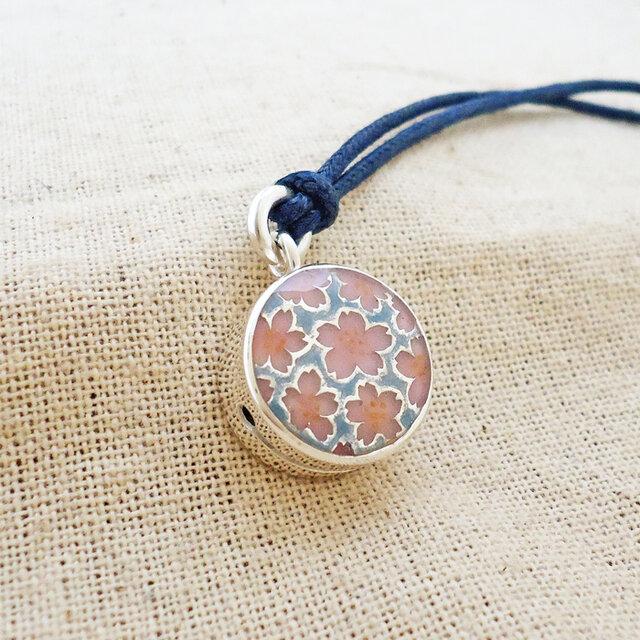 銀製の鈴『桜モチーフ』(シルバー925+レジン)の画像1枚目
