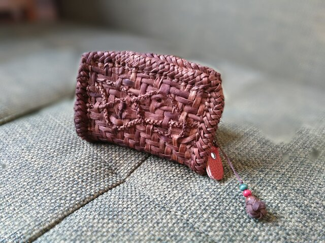 山葡萄の蔓で編んだ『カードケース+ストラップ付』②の画像1枚目