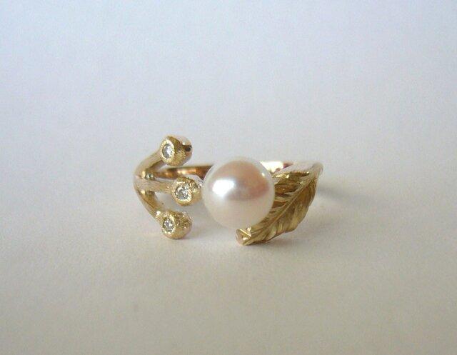 「アコヤ真珠と春の野の花の指輪(K10)  受注製作」の画像1枚目