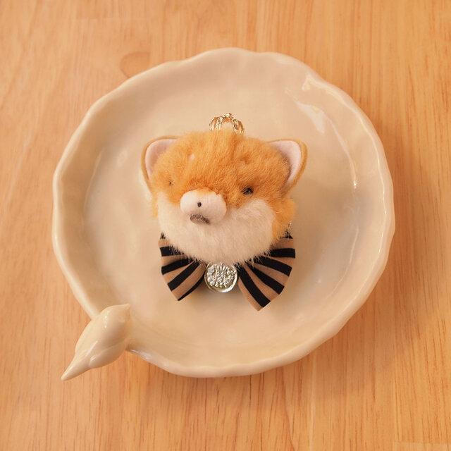 【再販なし】ふんわりブローチ*王冠をかぶった柴犬茶色*銀色メダルの画像1枚目