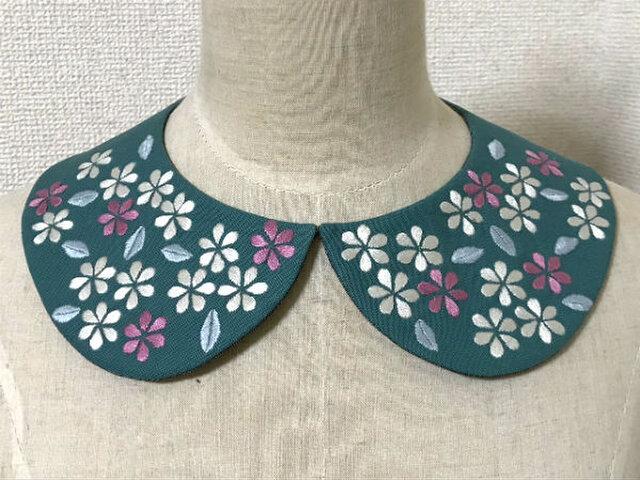 手刺繍つけ襟(花々2)の画像1枚目
