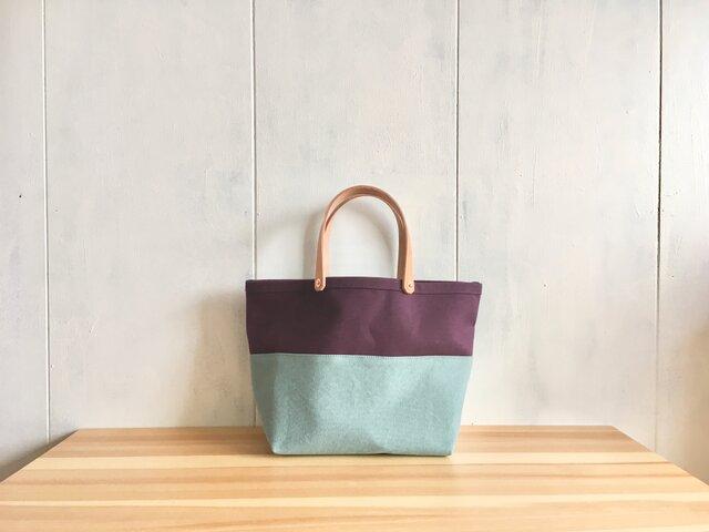 ヌメ革持ち手 葡萄色と空色の中くらいの鞄の画像1枚目