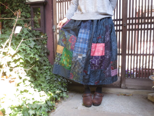 着物リメイク☆藍大島いろいろ明るい紬をパッチしておとなスカート79㎝丈の画像1枚目