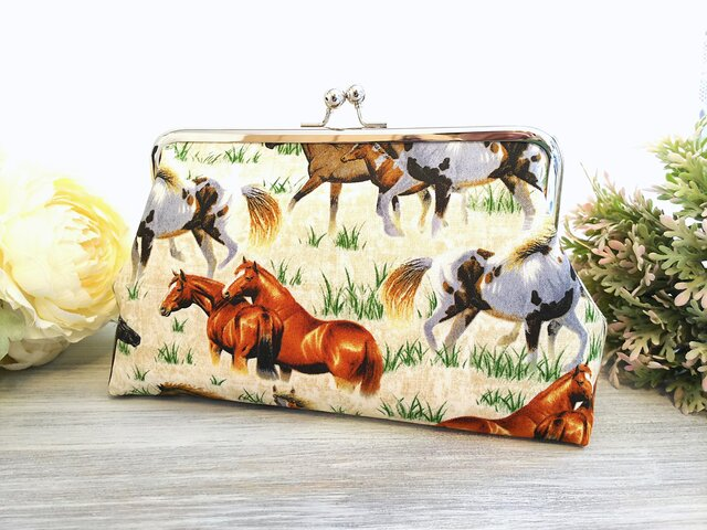 ◆【売り切れ】【再販3】ワイルドホースのがま口ポーチ*馬*動物*乗馬*競馬*旅行やプレゼントにも◆の画像1枚目