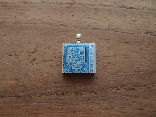 フィンランドの切手を使ったスクラブルタイルペンダントの画像1枚目