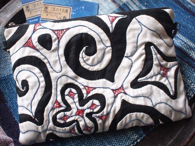 アイヌ刺繍 本革と麻100%A4サイズ サコッシュ・クラッチやポーチに の画像1枚目