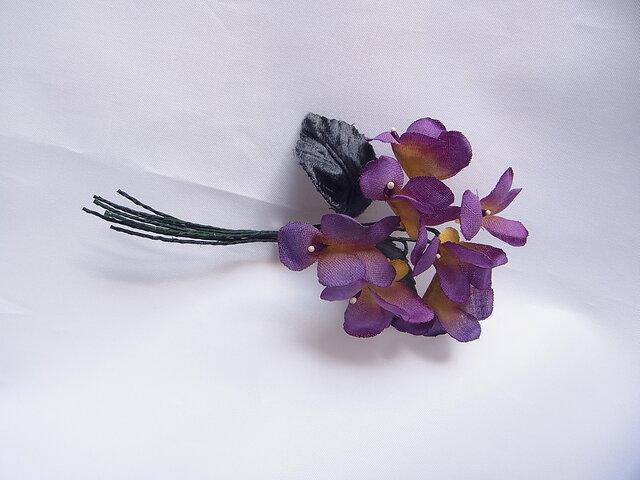 紫色×黄色のスミレコサージュの画像1枚目