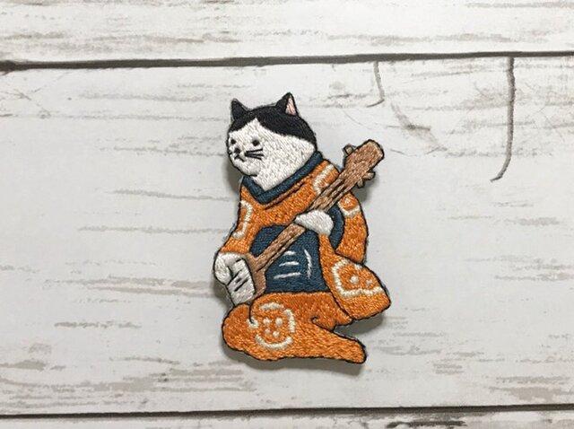 手刺繍浮世絵ブローチ*歌川国芳「朧月 猫のさうし」の三味線猫の画像1枚目
