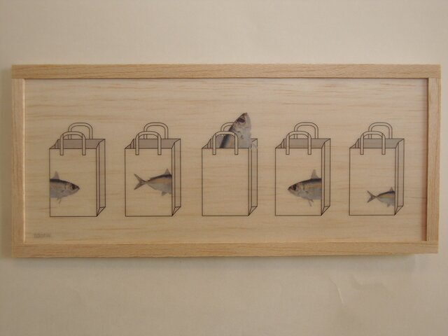 Fish and paper bagの画像1枚目