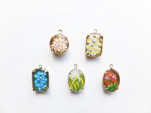 【原画】春のお花のネックレスの画像1枚目