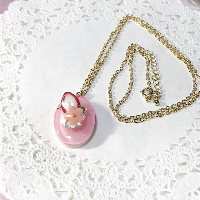 桜いちごケーキのネックレスの画像1枚目